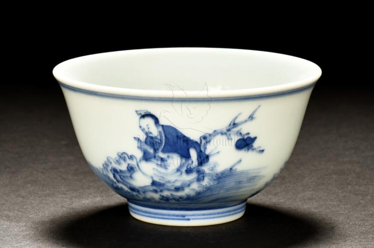 BLUE AND WHITE 'IMMORTAL' CUP