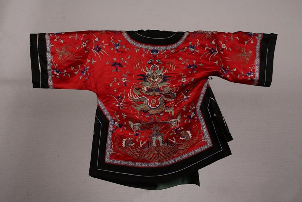 RED SILK EMBROIDERED 'FIVE CLAW DRAGON' TUNIC