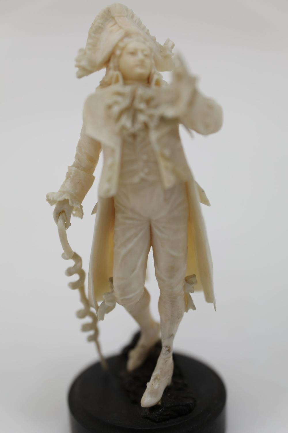 18c French Cabinet Figure of a Gentleman