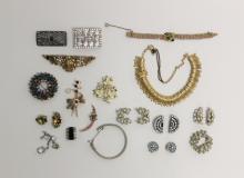 (24) Pcs Vintage Costume Jewelry