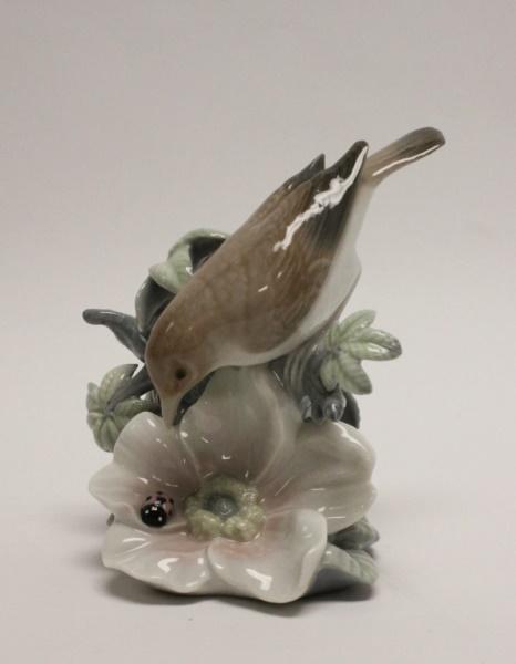 Lladro Porcelain Figurine 'Bird w/ Ladybug Flower'
