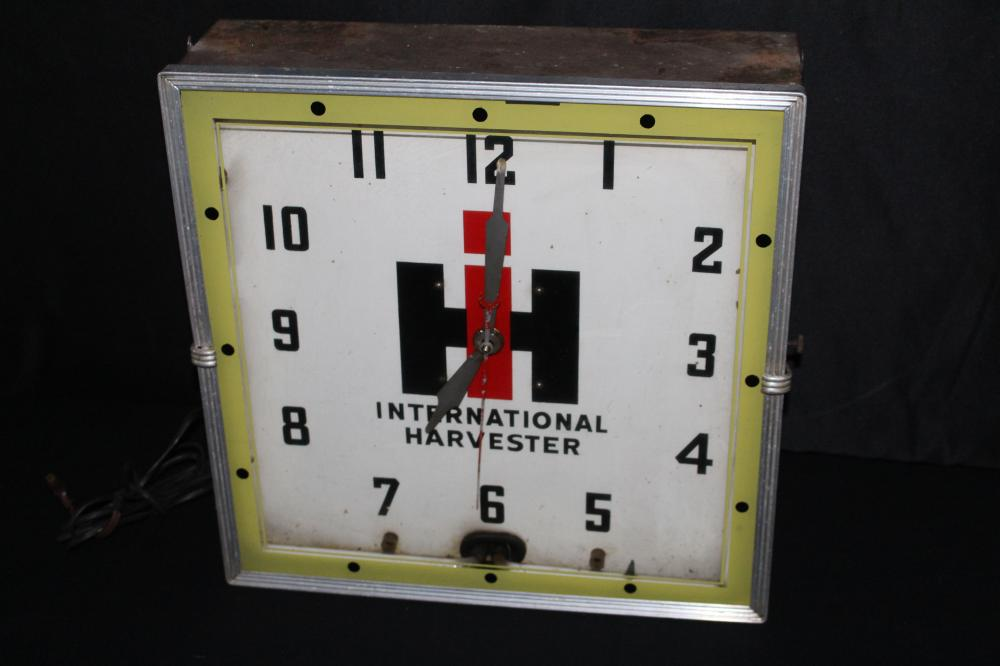 INTERNATIONAL HARVESTER EQUIPMENT NEON CLOCK