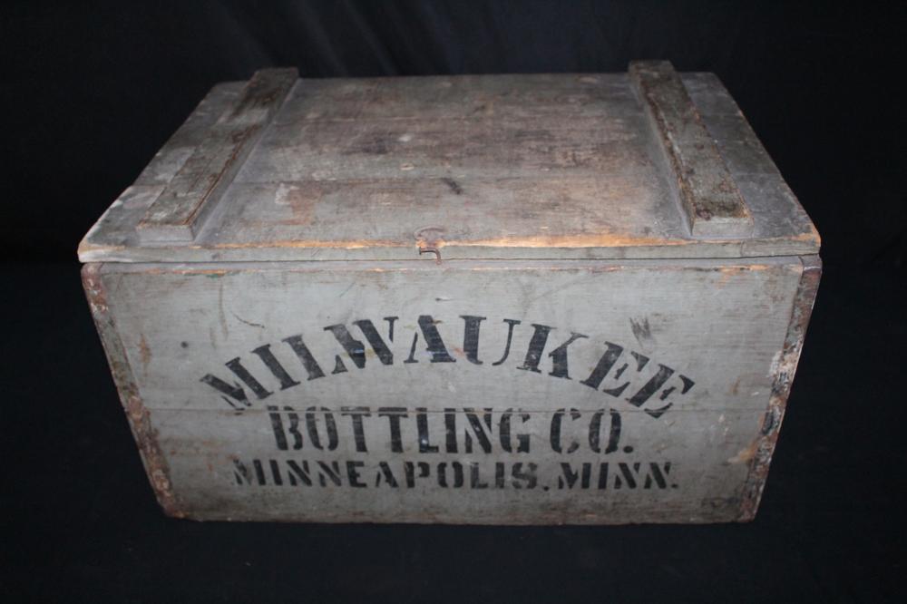 MILWAUKEE BOTTLING CO MINNEAPOLIS BEER CASE CRATE