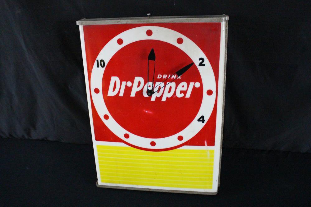 DRINK DR PEPPER SODA POP LIGHTED CLOCK SIGN