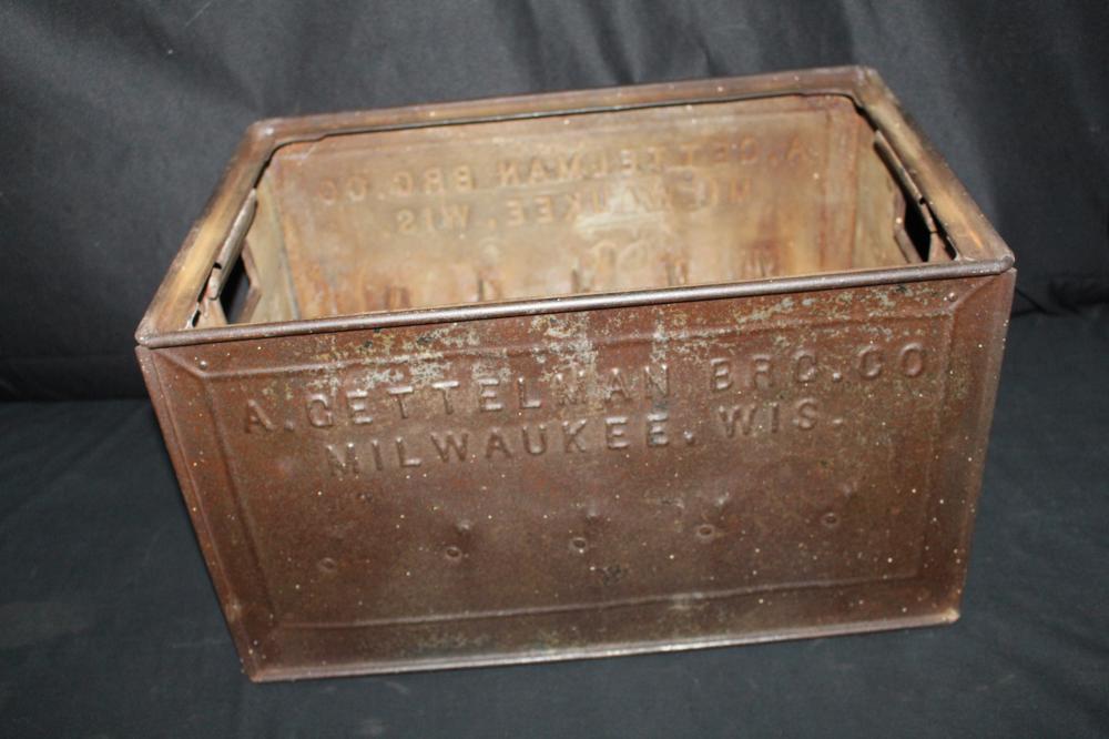 A GETTELMAN BREWING CO MILWAUKEE METAL BEER CASE