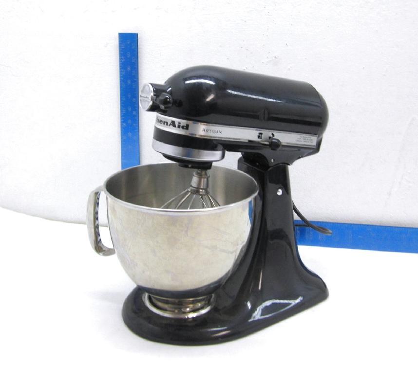 Black 32 Watt Artisan Kitchen Aid Mixer