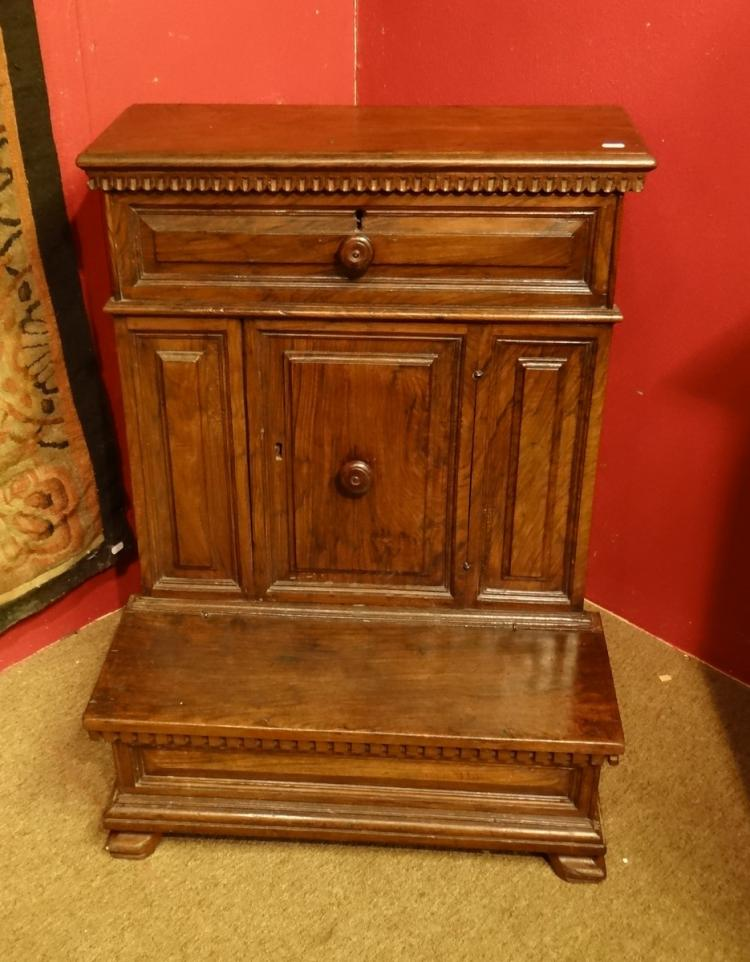 Furniture: walnut Renaissance Praying stool 17C