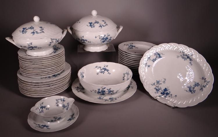 Ceramics: porcelain dinner service from Bernardaud Limoges L. modèle St - Saens