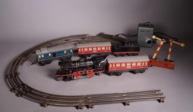 Toy: miniature electric train locomotive and its tender DISTLER + 3 + cars rails and transformer
