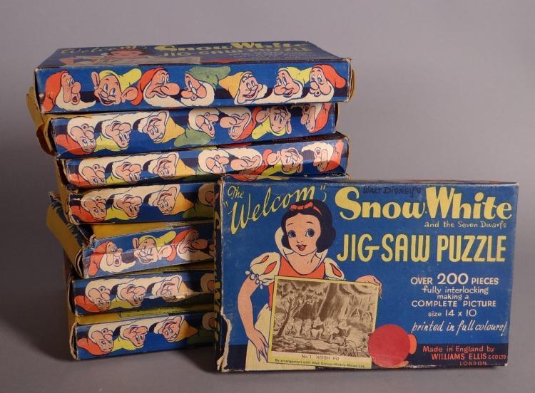 Toy: 8 Jig Saw Puzzle Snow White Snow White Walt Disney made in England by Ellis Williams Circa 1930