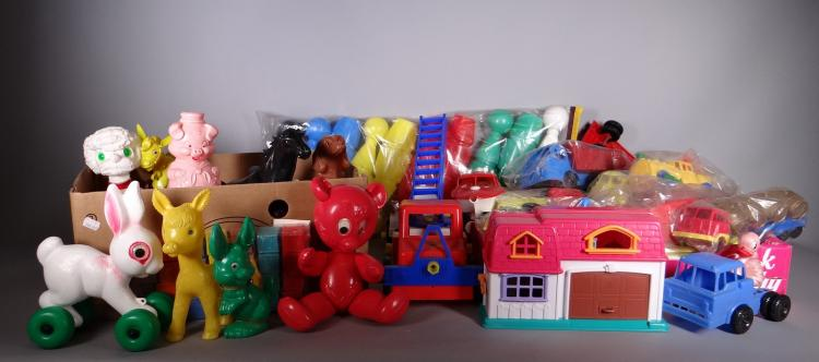 Toy: Important lot of plastic toys: truck. boat. animals. ... With among others plastic under