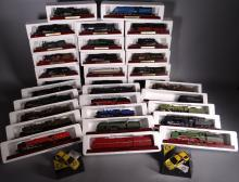 Toy: 32 Locomotives and wagons Publishing Legend Atlas Trains and Cars 2 Touring
