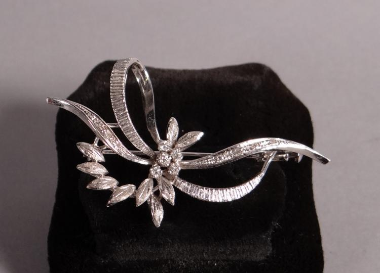 Jewelry: brooch in 18k white gold set with 5 brilliant and 7 brilliant