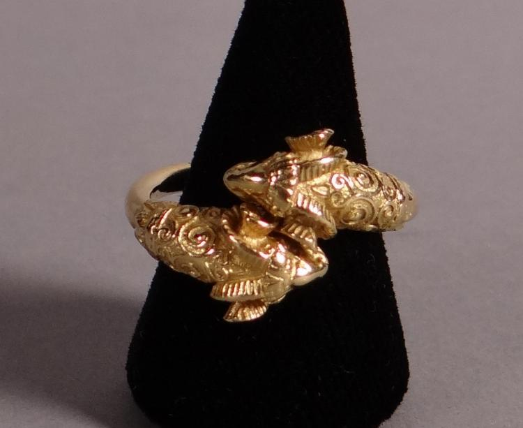 Jewelry: 18k yellow gold ring with rams' heads