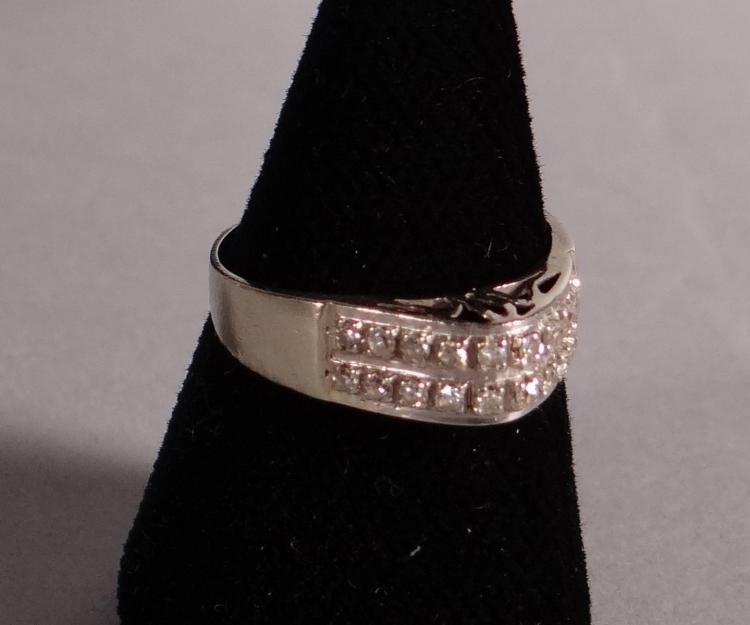 Jewelry: a little finger ring in 18K white gold set with 20 brilliant