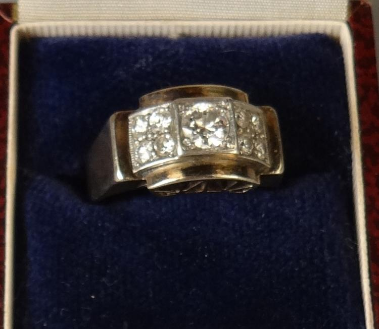 Jewelry: yellow and white gold 18k ring set with a brilliant and brilliant supported