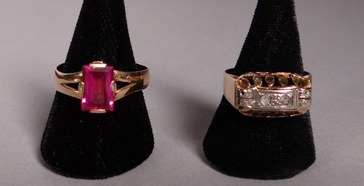 Jewelry: 2 rings in 18k yellow gold: 1 set with two diamonds and 7 diamond chips and 1 set with a synthetic ruby
