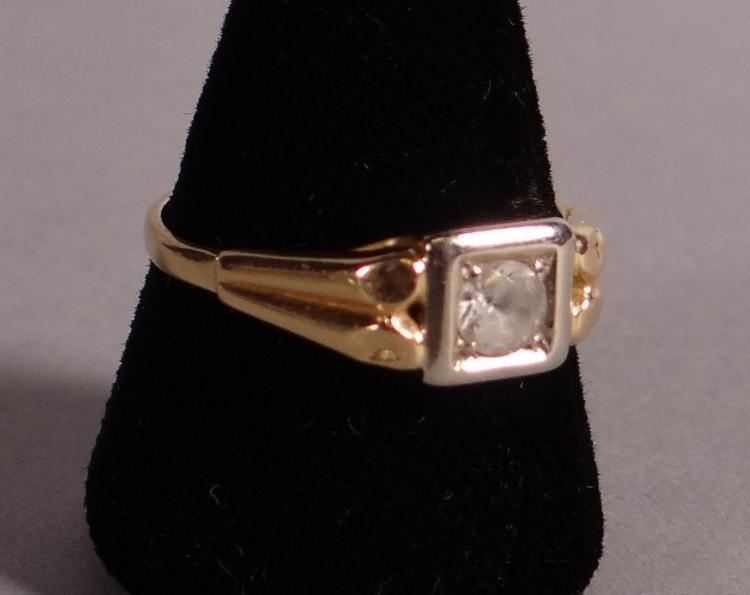 Jewelry: 18k yellow gold ring set with a white sapphire