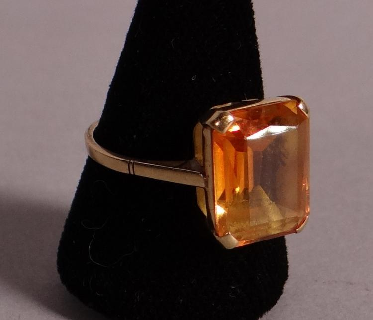 Jewelry: 18k yellow gold ring set with a synthetic corundum yellow amber