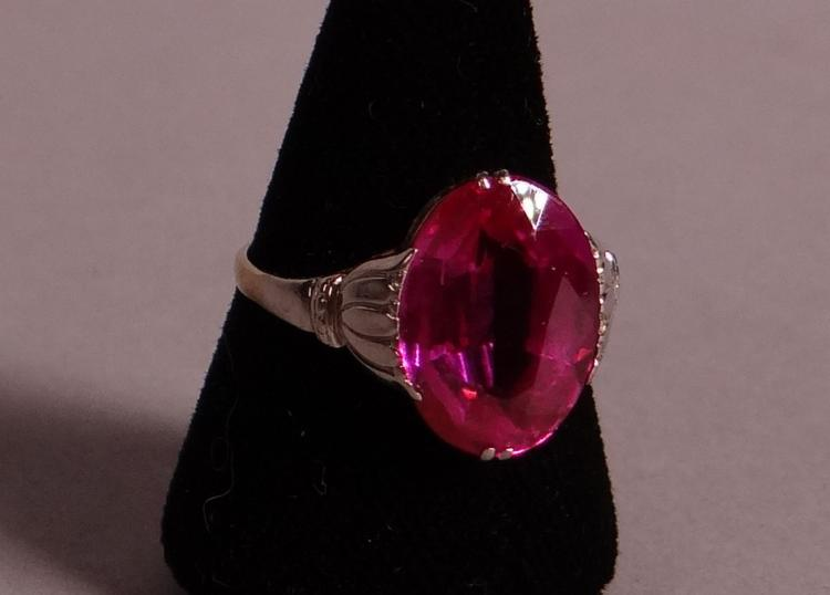 Bijou: Yellow and white gold 18k ring and set with a pink synthetic corundum