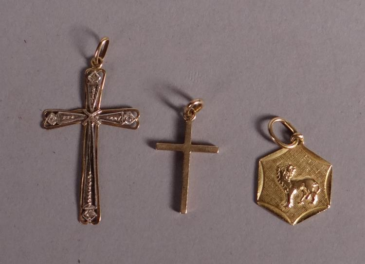 Jewel: 3 pendants in 18k yellow gold
