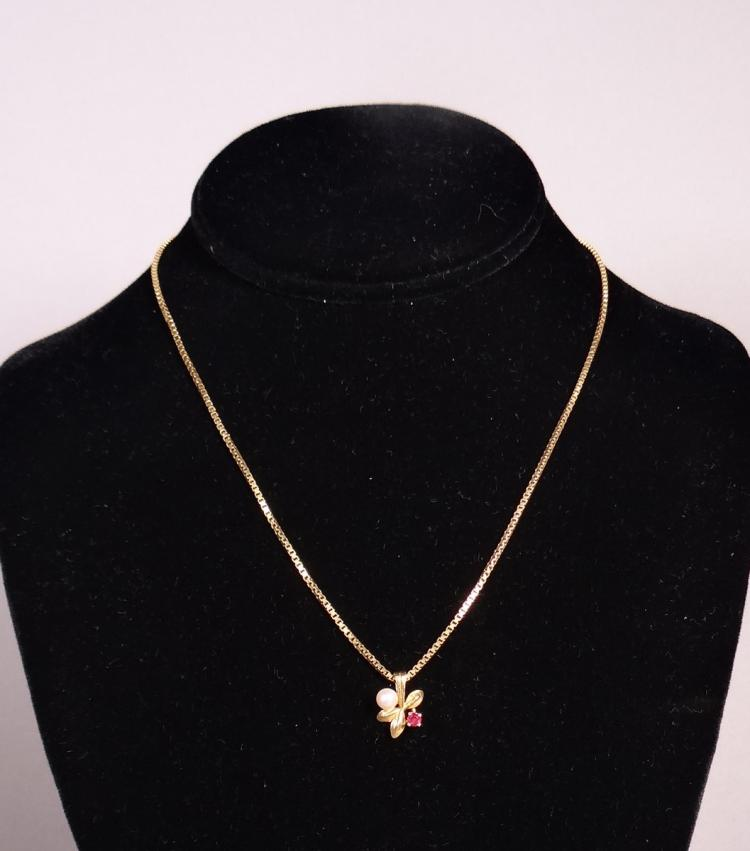 Bijou chain and pendant in 18K yellow gold set with a small bead and a small pink stone