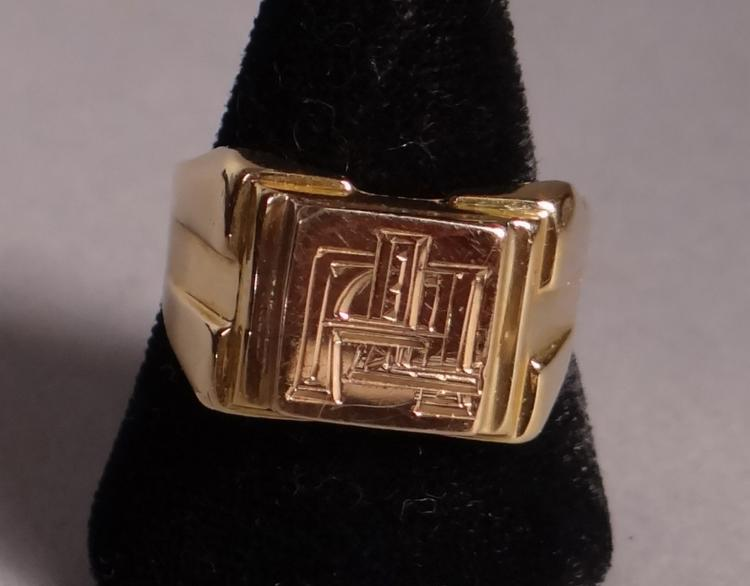 Jewelry: 18k yellow gold signet ring
