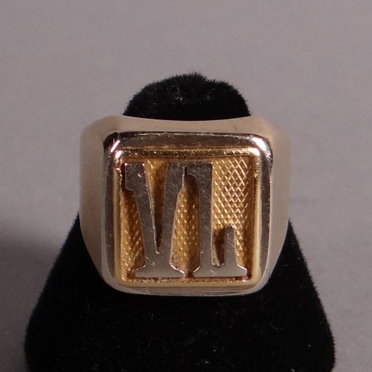Jewelry: 18k yellow gold signet ring