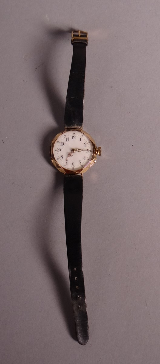 Clocks: watch mounted in yellow gold wristwatch 18K leather strap