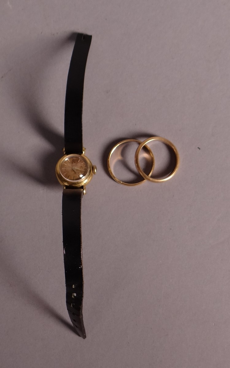 Jewelry: 2 alliances in 18k yellow gold and lady's watch Omega box in yellow gold 18k