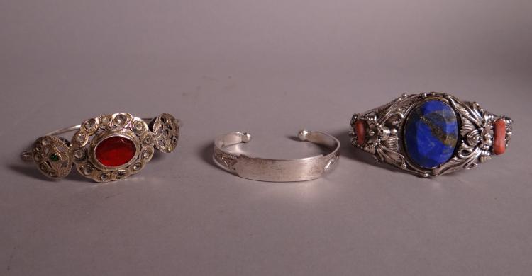 Jewel: 3 opened silver bracelets