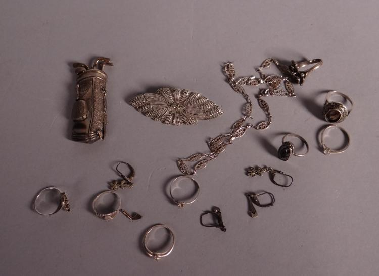 Silver jewelry: 1 brooch - Golf clubs -. 1 brooch set marcassittes. 8 rings. 1 necklace and 2 pairs of earrings 72gr