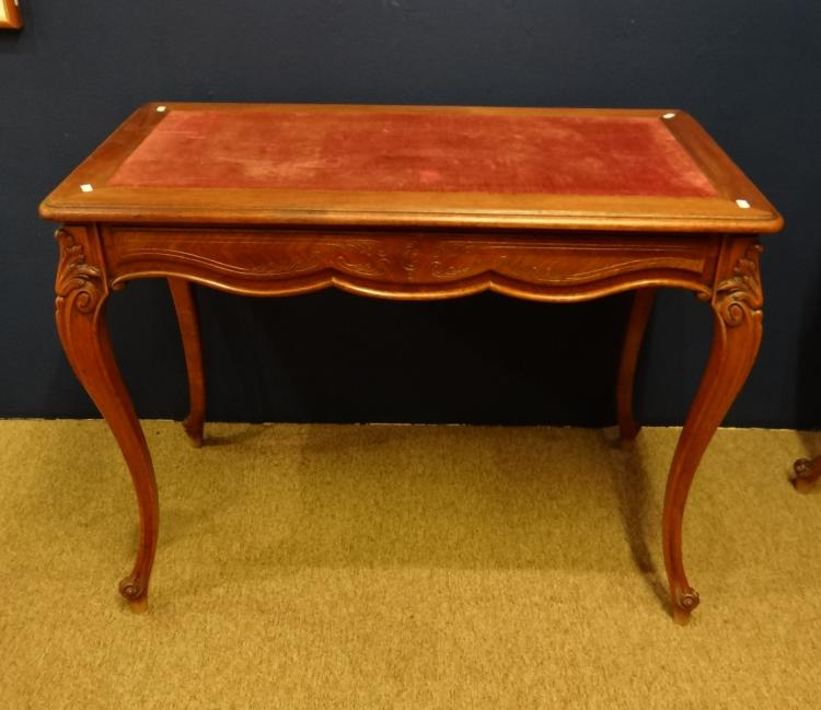 Furniture louis philippe walnut writter table 19th for Table 6 pieds louis philippe