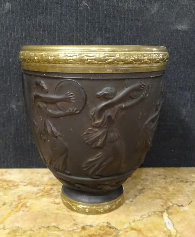 vase en pate de verre avec bague en bronze d 233 cor de danseu