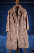 Fashion: lady fur coat Van Cauwenberge La Louvière
