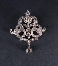 Jewel: Old brooch in 14K yellow gold and silver set with old cut diamonds