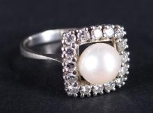 Jewel : 18K white gold ring set with a cultured pearl surrounded by diamonds