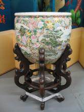 Huge Chinese famille rose porcelain jardiniere with