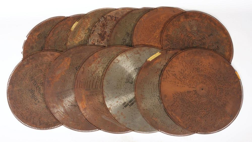 LOT OF 40+ DISCS OF VARIOUS SIZES.