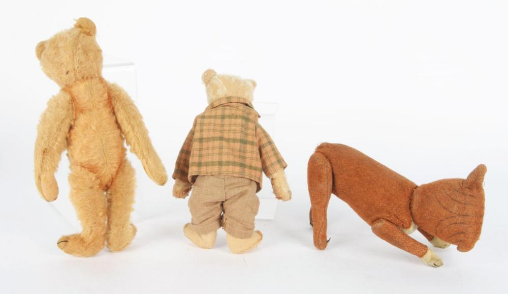 Lot 2085: Lot of 3: Stuffed Animals.