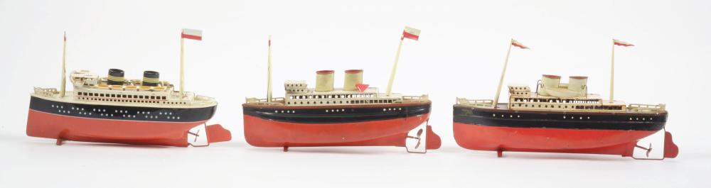 Lot 2156: Lot of 3: German Tin Wind-Up Boats.