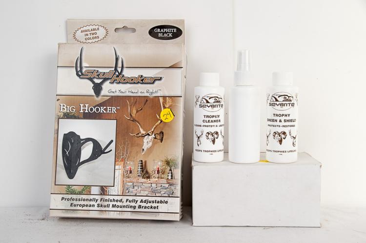 Trophy Cleaning Kit & Big Hooker Skull Mount Kit