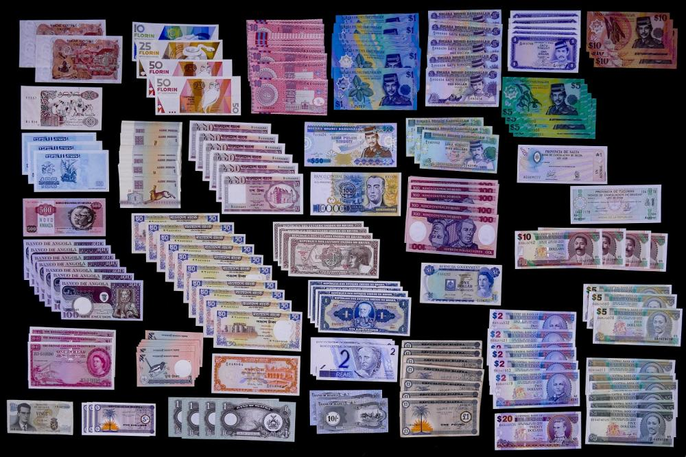 246pc MISC World Currency Banknotes UNC