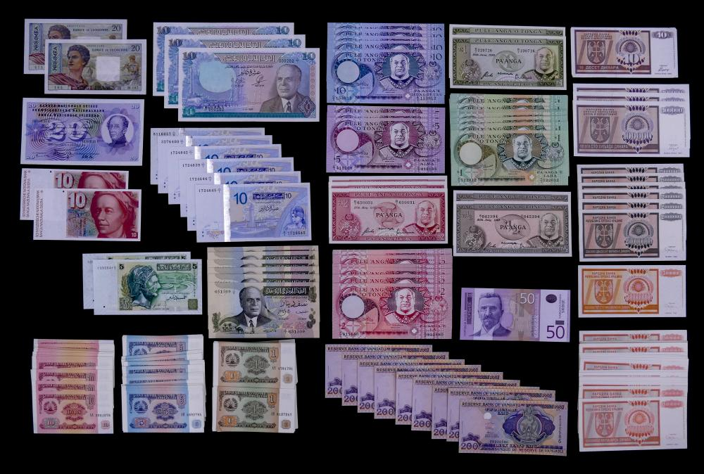 421pc MISC Uncirculated (UNC) World Currency Banknotes