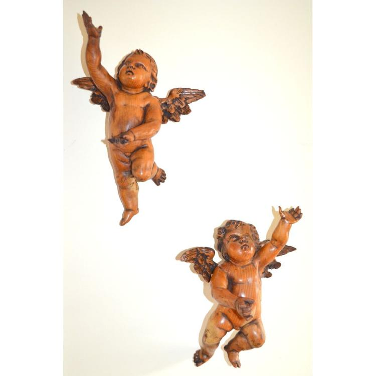 Exemplary Pair of 18th century German Carved Winged Putti Cherubs Angels