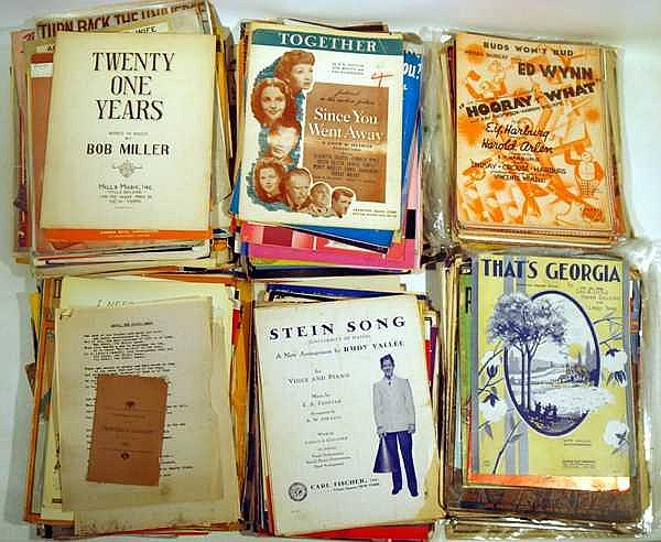 200Pcs Christmas Irving Berlin VINTAGE AND ANTIQUE SHEET MUSIC AND EPHEMERA Hans Christan Andersen Frank Loesser Rodgers and Hart Johnny Mercer Film Exodus World War II Praise The Lord And Pass The Ammunition Piano Organ Fox Trot Mary Martin Robert