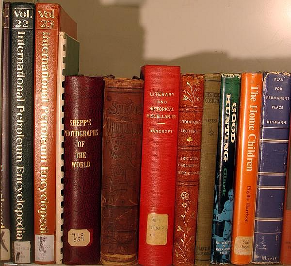Lot 3100: Christian Native American VINTAGE AND ANTIQUE WORLD HISTORY Museum Hunting Soviet Union Petroleum German Language Paraguay Egypt Canada Native American Medieval