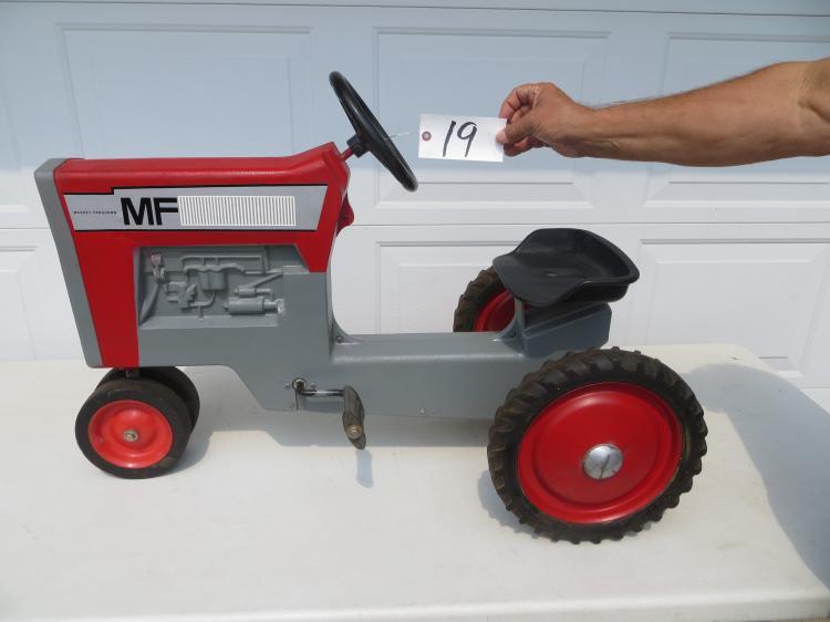 Massey Ferguson 1100 pedal tractor