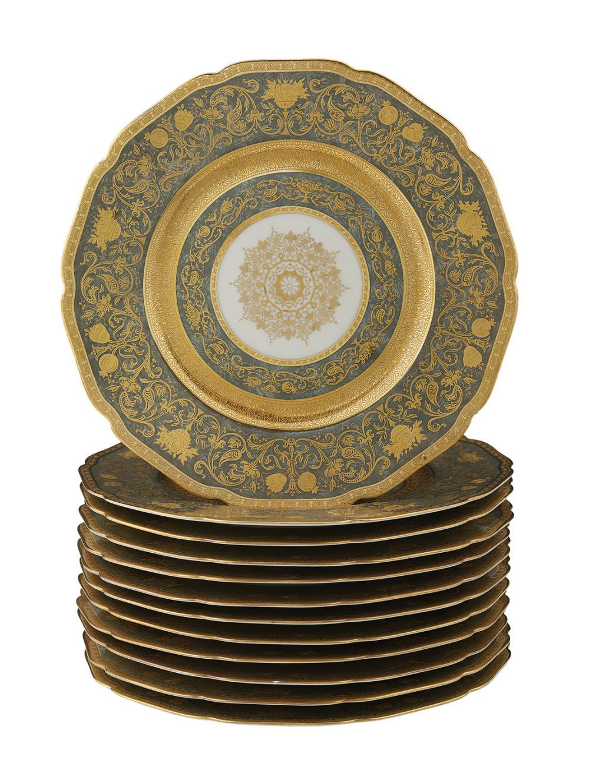 Twelve Bavarian Hutschenreuther Black Knight El Dorado Dinner Plates