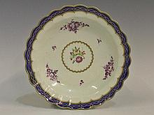 A Dr Wall Worcester scallop shaped circular dish
